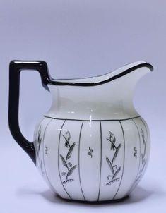 PP-1911-1935 Nora G. (1894-1974) Art deco melkemugge. Mugge fra Porsgrund Porselen, Art deco stil.  Design: Nora Gulbrandsen (1894-1974),  H 13,5 cm. Grønt anker PP (1911-1935). Modell 1746 Stoneware, Art Deco, Porcelain, Ceramics, Design, Ceramica, Porcelain Ceramics, Pottery, Ceramic Art