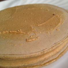 Panquecas de Quinoa # SinGluten # # SinLactosa SinHuevo   RECETA: 1 ⃣ 1TZ. De harina de quinua. 2 ⃣ 1/2tz. Harina de arroz. 3 ⃣ 2cdas. De Chía (remojar en 1vaso de Agua x 3 horas. Las Semillas multiplican Su Tamano x 10 y sí forma Una gelatina. Reservar). 4 ⃣ 5sobres de Truvia # 5 ⃣ Canela y Vainilla gusto al. ⏩ Todos Licuar los Ingredientes y agregar Un poco de Agua si HACE Falta .. Salen aprox. 7 panquecas Mujeres Hombres Y 2-3 de 3 4uds.   Lo COMI con mantequilla de maní Que preparar yo misma