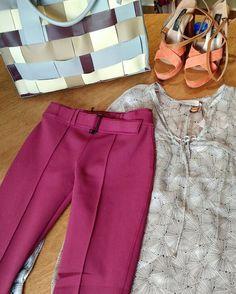 Combinação para o #finaldesemana: indicamos calça de neoprene (última peça da cor ferrugem!) com camisa de seda bolsa de couro de quadrados e sandália laranja. Tudo para o look ficar ousado e elegante. Garanta seu look na loja online usando o cupom malu30 dando 30% de desconto na sua compra. http://ift.tt/29Ss7Qh #moda #campinas #grife #modabrasileira
