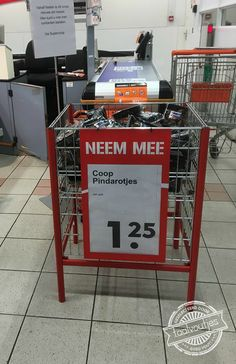 En ik vond de pepernoten al vroeg dit jaar... #taalvout (Met dank aan Jasper Timmermans!) Funny Memes, Jokes, Just Smile, Thankful, Ads, Humor, Dutch, English, Ouat Funny Memes