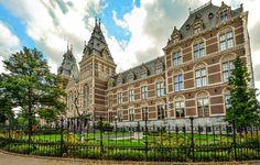 El edificio inconfundible del @rijksmuseum , que alberga la colección más famosa de pinturas de la Edad de Oro holandesa. http://www.viajaraamsterdam.com/museos-en-amsterdam/rijksmuseum/ #turismo #viajar #Ámsterdam