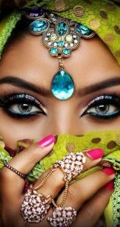 Stunning Eyes, Gorgeous Eyes, Pretty Eyes, Arabian Eyes, Arabian Makeup, African Beauty, Indian Beauty, Arabian Women, Attractive Eyes