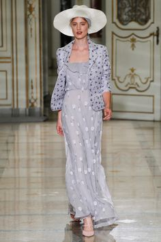 Luisa Beccaria Spring 2016 Ready-to-Wear Fashion Show Collection: See the complete Luisa Beccaria Spring 2016 Ready-to-Wear collection. Look 15 Luisa Beccaria, Ladylike Style, Floral Jacket, Feminine Dress, Fashion Show Collection, Spring Collection, Spring Summer 2016, Spring Party, Fall 2016