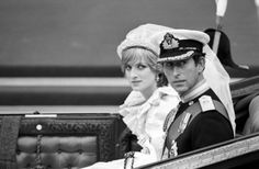 July The Prince and Princess of Wales in an open carriage, waiting to drive to Buckingham Palace after their wedding. Princess Diana And Charles, Princess Diana Wedding, Princess Diana Photos, Prince And Princess, Princess Of Wales, Prince Charles, Royal Wedding 1981, Royal Weddings, Storybook Wedding