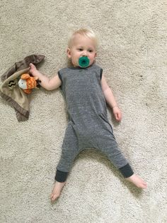 Rompers are always a wardrobe staple for babies and toddlers, and this closure-free knit romper provides ultimate comfort while showcasing major style. Baby Romper Pattern Free, Onesie Pattern, Baby Girl Patterns, Baby Clothes Patterns, Toddler Boy Romper, Romper Tutorial, Baby Sewing Tutorials, Baby Knitting, Toddlers