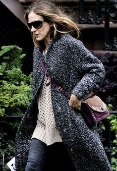 Sarah Jessica Parker wearing her Kotilo coat from Marimekko…. Can't wait to get mine! Love Her Style, Style And Grace, Street Chic, Street Style, Solange Knowles, Victoria Dress, Sarah Jessica Parker, Carrie Bradshaw, Red Carpet Dresses