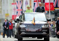 Many Happy Returns To Her Majesty The Queen On Birthday From All At