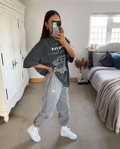 Swaggy Outfits, Cute Comfy Outfits, Stylish Outfits, Comfy School Outfits, Tomboy Outfits, Tomboy Fashion, Teen Fashion Outfits, Retro Outfits, Skater Girl Outfits