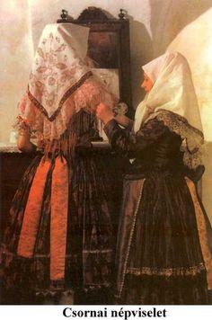 A csornai népviselet nem tartozik a sokszoknyás viseletek közé. Kiteljesedése a XIX. századra tehető, az öltözet ekkor sok elemből állt, és anyag, szín valamint díszítés tekintetében változatos volt. Egy-egy öltözet – ez minden népviseletre jellemző – igen árnyalt jelentéstartalmat hordozott, sokat elárult viselője koráról, rangjáról, foglalkozásáról és vallásáról. Megkülönböztették a hétköznapi, ünneplő és nagyünnepi ruhát. A lányok egyszerre több szoknyát vettek fel, közülük a legfontosabb… Folk Costume, Costumes, Hungarian Women, Folk Dance, Art Decor, Old Things, 1, Culture, Traditional