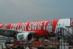 Taylor Swifts 2014 red tour plane for her to go to other countries !! :)