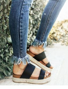 -mules -mules Related posts: 32 Sommerschuhe im Trend in diesem Winter Mules to Live By Flache Pantoletten Trend Trend Schuhe – Casual Sets Crazy Shoes, New Shoes, Cute Shoes, Me Too Shoes, Awesome Shoes, Sock Shoes, Shoe Boots, Mode Outfits, Trendy Outfits