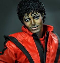 MJ:  Eerily realistic and accurate dolls painted/repainted by Noel Cruz.    Wow this is amazing! I am a big Michael Jackson fan and this would be great to own!
