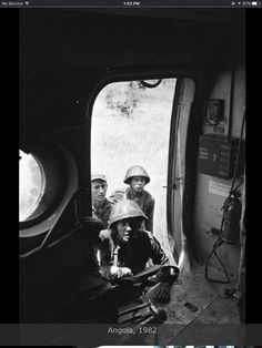Angola, Photograph made by Ernesto Fernandez Nogueras. Angolan and Cuban soldiers receive instructions from fellows in helicopter. African Women, Cuban, Soldiers, South Africa, Sad, Photograph, Military, Photography, Photographs