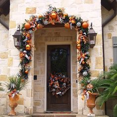 Pin for Later: 26 Real Halloween Decorating Ideas to Copy What a welcome! Wow guests before they even step inside by tying orange, black, and white ribbons and ornaments against a green garland. Halloween Doorway, Casa Halloween, Creepy Halloween Decorations, Halloween Garland, Halloween Trees, Halloween Porch, Halloween Home Decor, Outdoor Halloween, Holidays Halloween