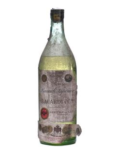 This is the original Bacardi, the truth, distilled in the barrels that the mark was in the city of Santiago de Cuba, the cradle of the Cuban light rum, it has nothing to do with the current Bacardi, whose quality is not even close to of this. A real collector's rum.