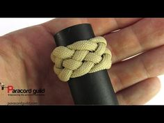 In this tutorial I demonstrate how to tie the 5 lead, 6 bight turk's head. The knot looks quite nice in itself, but it can also be expanded into nice looking. Paracord Tutorial, Paracord Knots, Rope Knots, Paracord Bracelets, Bracelet Tutorial, Lanyard Knot, Turks Knot, Handmade Desks, Diamond Knot