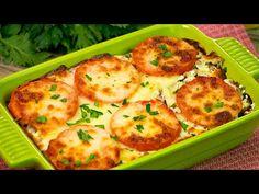 Musaka s bramborami, mletým hovězím a ra. Salty Foods, Carne Picada, Romanian Food, Fruit Drinks, Galette, Cookie Recipes, Mashed Potatoes, Cauliflower, Zucchini