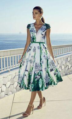 Carla ruiz mother of the bride style 95442 green - fab frocks Ascot Dresses, Day Dresses, Fashion Dresses, Summer Dresses, Vestidos Vintage, Vintage Dresses, Royal Ascot Ladies Day, Moda Floral, Applique Dress