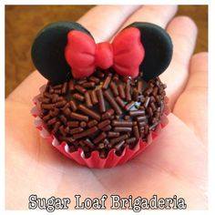 Niver de luna Bolo Da Minnie Mouse, Minie Mouse Party, Mickey Mouse Cupcakes, Mickey Cakes, Minnie Mouse Cake, Mickey Party, Mickey Mouse Birthday, Macaron, Chocolate