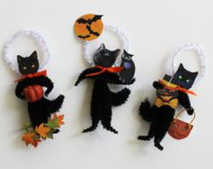 Black Cat Halloween Set Three Vintage Look Chenille Ornaments Retro Halloween, Halloween Items, Halloween Projects, Halloween Cat, Holidays Halloween, Halloween Ornaments, Halloween Decorations, Pipe Cleaner Crafts, Pipe Cleaners