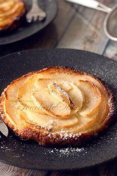 Attention cette tartelette est une pure merveille…avec sa pâte feuilletée croustillante, sa délicate crème d'amande et ses pommes fondantes caramélisées, cette petite tart…
