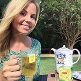 Eu amo chás! E @LiptonBr me convidou para provar o delicioso lançamento de seus 12 sabores de chás em sachês. O escolhido do dia é o Chá Verde de Laranja e Maracujá. Contém flavonoides, cafeína, polifenóis e teanina, que são termogênicos e antioxidantes. O gostinho das frutas cítricas equilibra o sabor do chá verde e dá uma superenergia. Amei! Me contem qual o chá preferido de vocês! #ChaComAGente #Lipton #ad #dicasdamimis