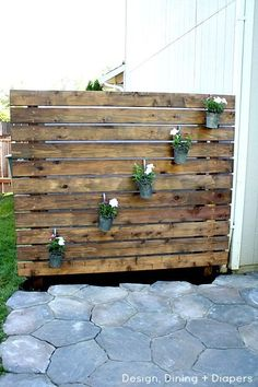DIY Patio Privacy Screens • Ideas and Tutorials! including from 'design, dining and diapers', this nice DIY garden slat wall.