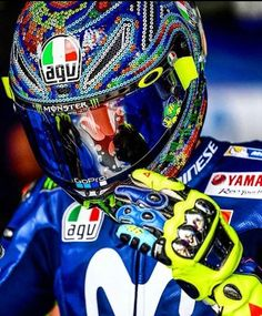 Val Racing Helmets, Auto Racing, Drag Racing, Agv Helmets, Foto Valentino Rossi, Gp Moto, Cb 1000, Motorcycle Suit, Sepang