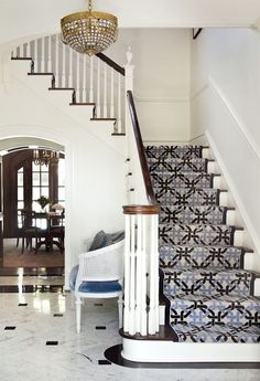 3 Common Staircase Design Mistakes {and what to do instead} staircase-white-alls-geometric-stair-runner-settee-marble-floor-bear-hill-interiors Carpet Staircase, Staircase Runner, Staircase Railings, Staircase Design, Stairways, Stair Runners, Dark Staircase, Stair Design, Stair Handrail