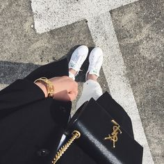 Find images and videos about fashion, adidas and street style on We Heart It - the app to get lost in what you love. Girl Photo Poses, Girl Photography Poses, Girl Poses, Girly Images, Cool Girl Pictures, Stylish Girls Photos, Stylish Girl Pic, Islamic Girl, Tier Fotos