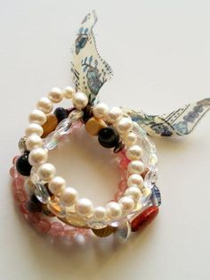 Willy Nilly Bracelet Tutorial » Flamingo Toes - has great supplies list and I think I could do it.