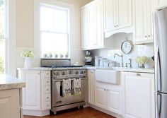 This could be a similar wall color to Benjamin Moore's Ivory White or Linen White. Paired here with a brighter white trim.