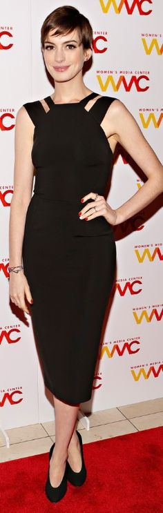 Who made  Anne Hathaway's black dress and black pumps that she wore in New York on November 13, 2012?