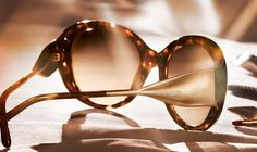 The natural characteristics of gabardine, recreated in the temples of new Burberry eyewear