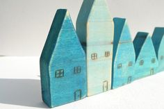 Aqua Wee Wooden House Set Of Five