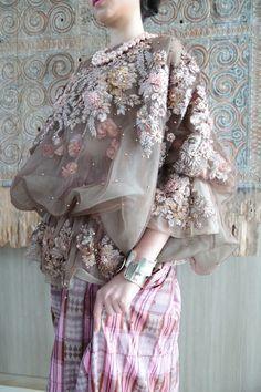 White Elegance by SVARNA By IKAT Indonesia - 001