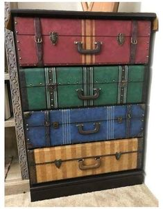 Deco Harry Potter, Harry Potter Nursery, Theme Harry Potter, Harry Potter Birthday, Harry Potter Suitcase, Diy Furniture, Painted Furniture, Harry Potter Furniture Ideas, Painted Cupboards