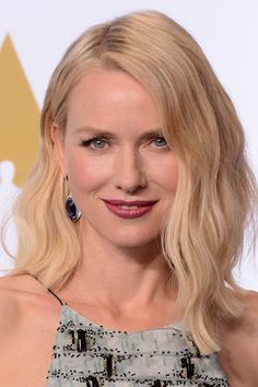 Mid-length hair inspiration from the A-list Celebrity Hairstyles, Bob Hairstyles, Hairdos, Naomi Watts Hair, Medium Hair Styles, Short Hair Styles, Lush, Gypsy Hair, Pale Skin Makeup