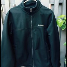 Black Columbia jacket Men's size large, only worn a few times.. Too big for me...great for cold weather!❄️⛄️ Columbia Jackets & Coats