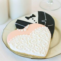 Wedding Themes Your sweet wedding day deserves sweet treats like these personalized wedding themed cookies. - Your sweet wedding day deserves sweet treats like these personalized wedding themed cookies. Cookie Wedding Favors, Edible Wedding Favors, Wedding Shower Favors, Wedding Gift Bags, Cookie Favors, Unique Wedding Favors, Beautiful Wedding Cakes, Wedding Themes, Wedding Ideas