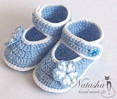 """Adorables chaussons bébé de 0 à 6 mois , taille 10 cm , en 100 % coton mercerisé , pour crochet n° 2 , trouvé sur le site de """" Petelki.com.ua """" , avec ses grilles gratuites ! La semelle Je souhaite un bon crochet à toutes celles qui voudraient réaliser..."""