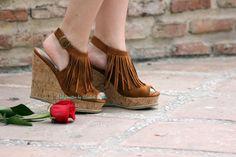 ¡Adelanto del post de mañana con @MARYPAZ Shoes! ¿qué os parecen estas cuñas? http://www.heelsandroses.com  (: #shoelover pic.twitter.com/ZxmVRFYOBK