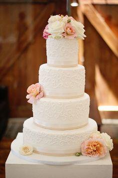 vintage inspired wedding cakes with buttercream | Vintage Wedding Ideas: Expert Cake TipsConfetti Daydreams – Wedding ...