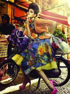 en bicicleta con estilo