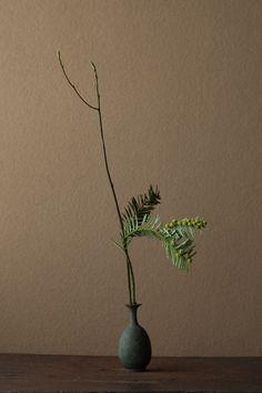 Our social Life Ikebana Arrangements, Floral Arrangements, Art Floral, Printable Leaves, Chalk Pastel Art, Zen Design, Winter Art Projects, Sunflower Art, Japanese Flowers