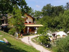 Maisinger Seehof Cabin, Mansions, House Styles, Home Decor, Nature Reserve, Beer Garden, Playground, Decoration Home, Manor Houses