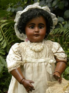 Mulatto S #759 in size 10, 19', all original, late 19th century. I simply had to have this dolls :)