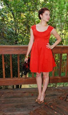 With a blog called @ThriftandStyle, it's no surprise that Stephanie loves looking good on a budget. Last week, she revealed a thrifty switcheroo that she accomplished with a Goodwill dress, a few bottles of dye, and a bucket.