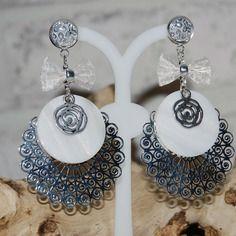 Boucles d'oreilles estampes filigranes motif dentelle et nacre ,bijoux estampes,blanc, argent bijoux ethnique,boucles d'oreilles bohème,bijoux femme