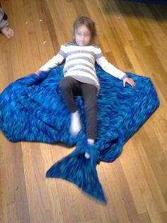 Mermaid tail blanket Mermaid Tail Blanket, Mermaids, Tie Dye Skirt, Crochet Patterns, Knitting, Projects, Log Projects, Blue Prints, Tricot